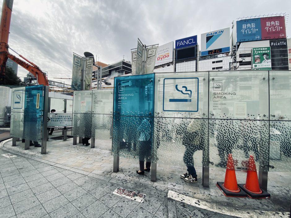 新宿駅東口前 喫煙所
